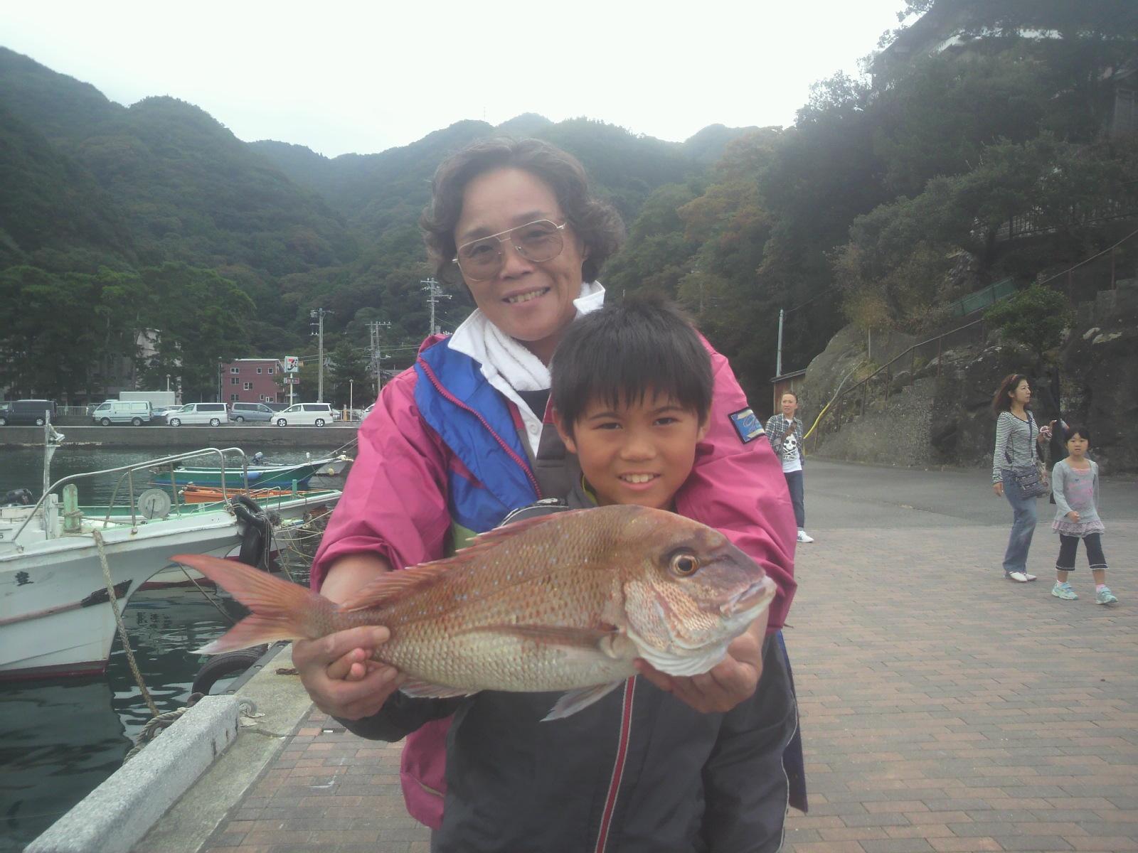 鯛が釣れ始めました!!